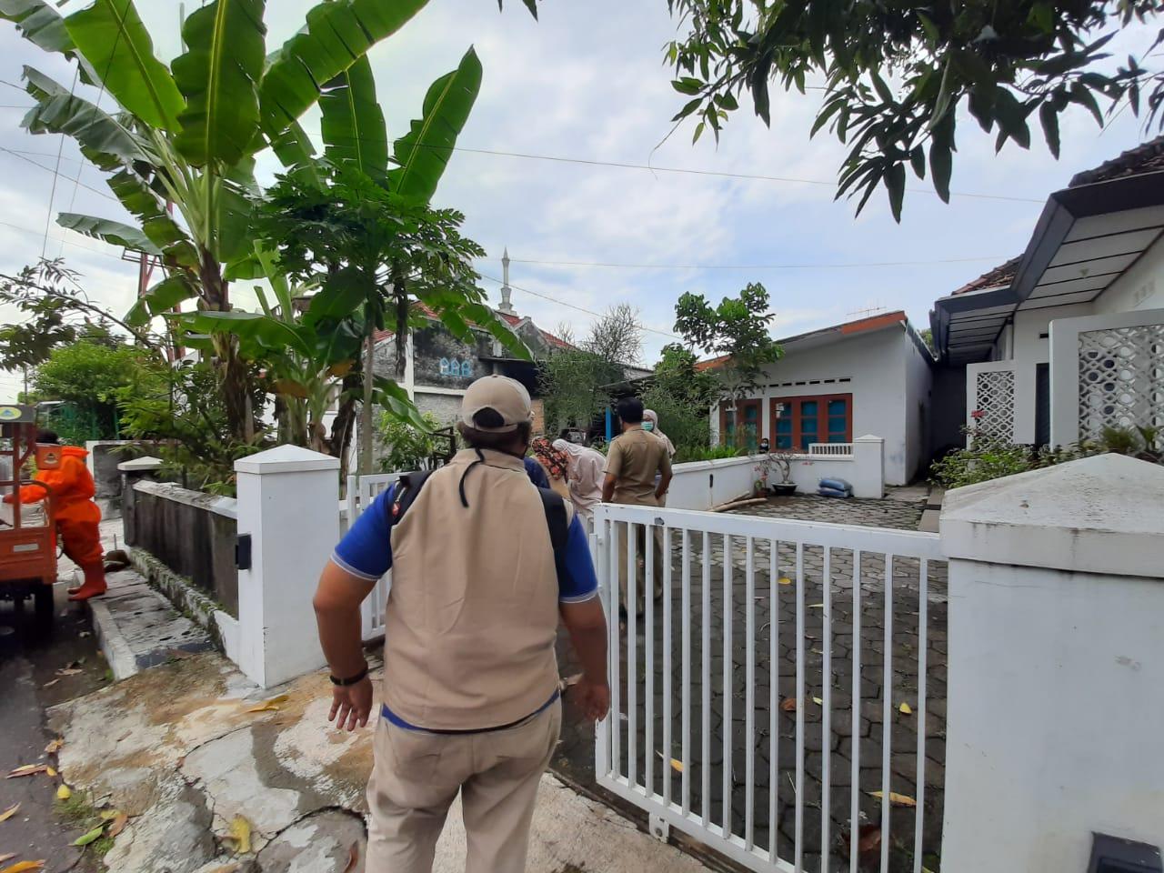 Penyemprotan Disinfiktan di Jl. Nagan Tengah oleh KTB Patehan